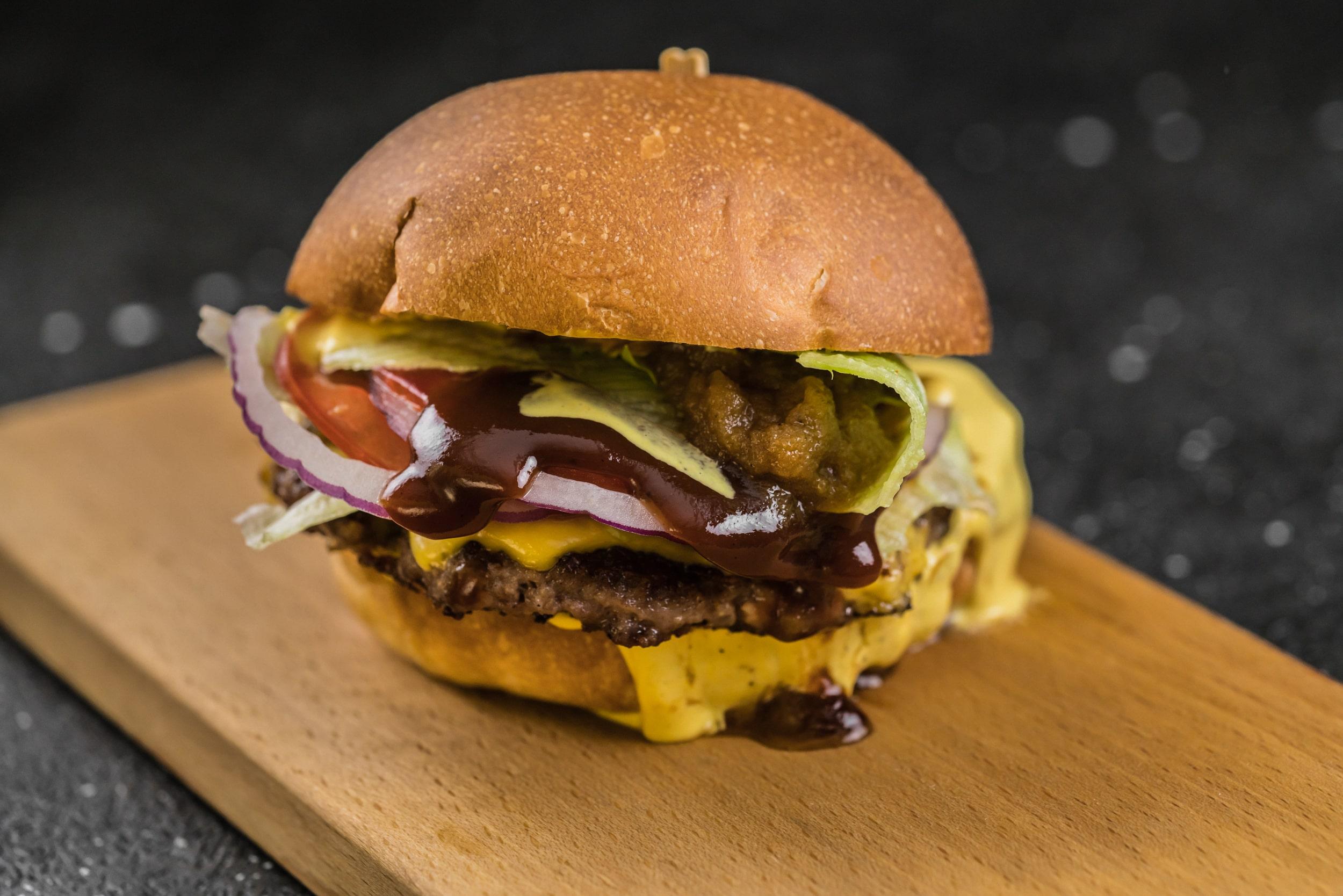 Доставка Ham Burger Бургер с говяжьей котлетой и луковым кетчупом