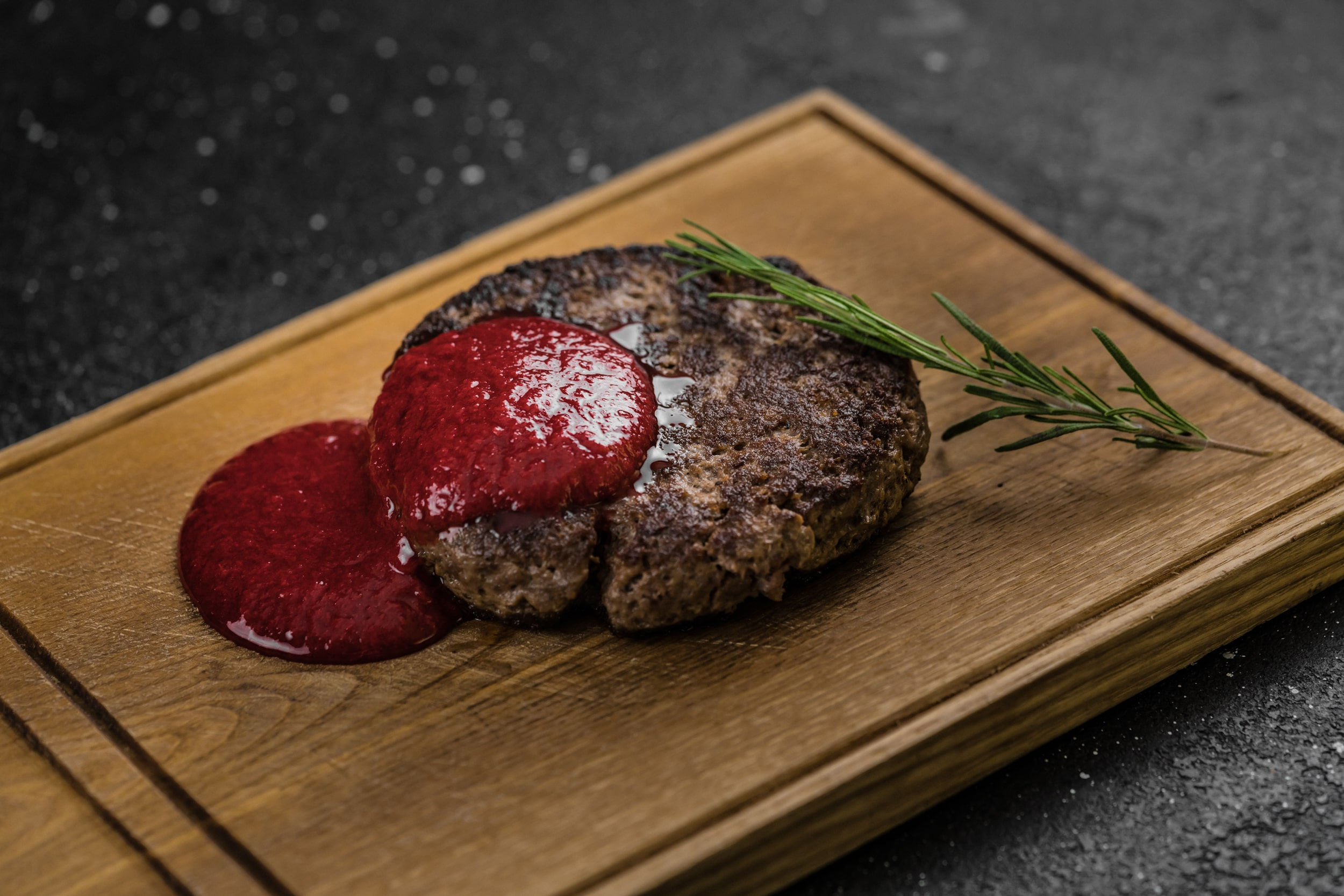Доставка Бифштекс из мраморной говядины с соусом из кизила