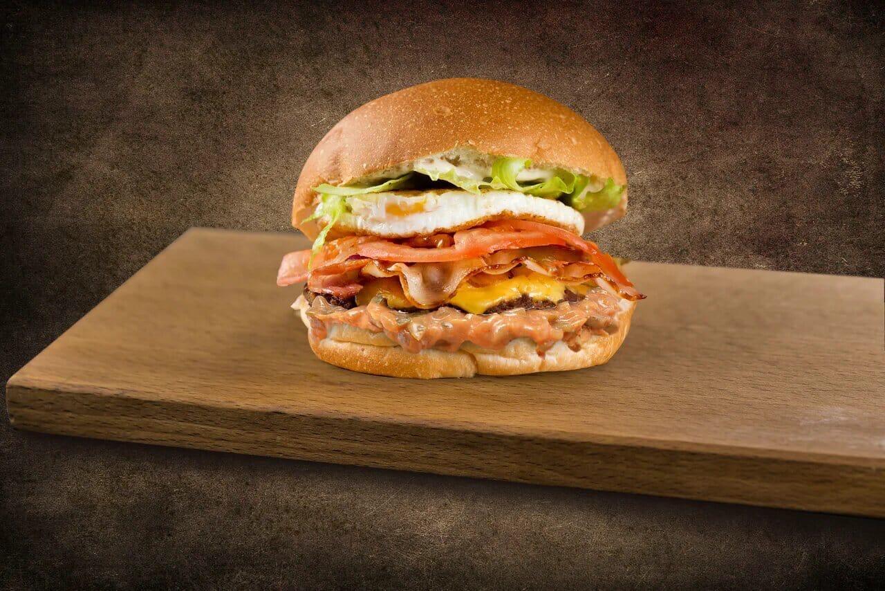 Доставка JROO Бургер с говяжьей котлетой и беконом