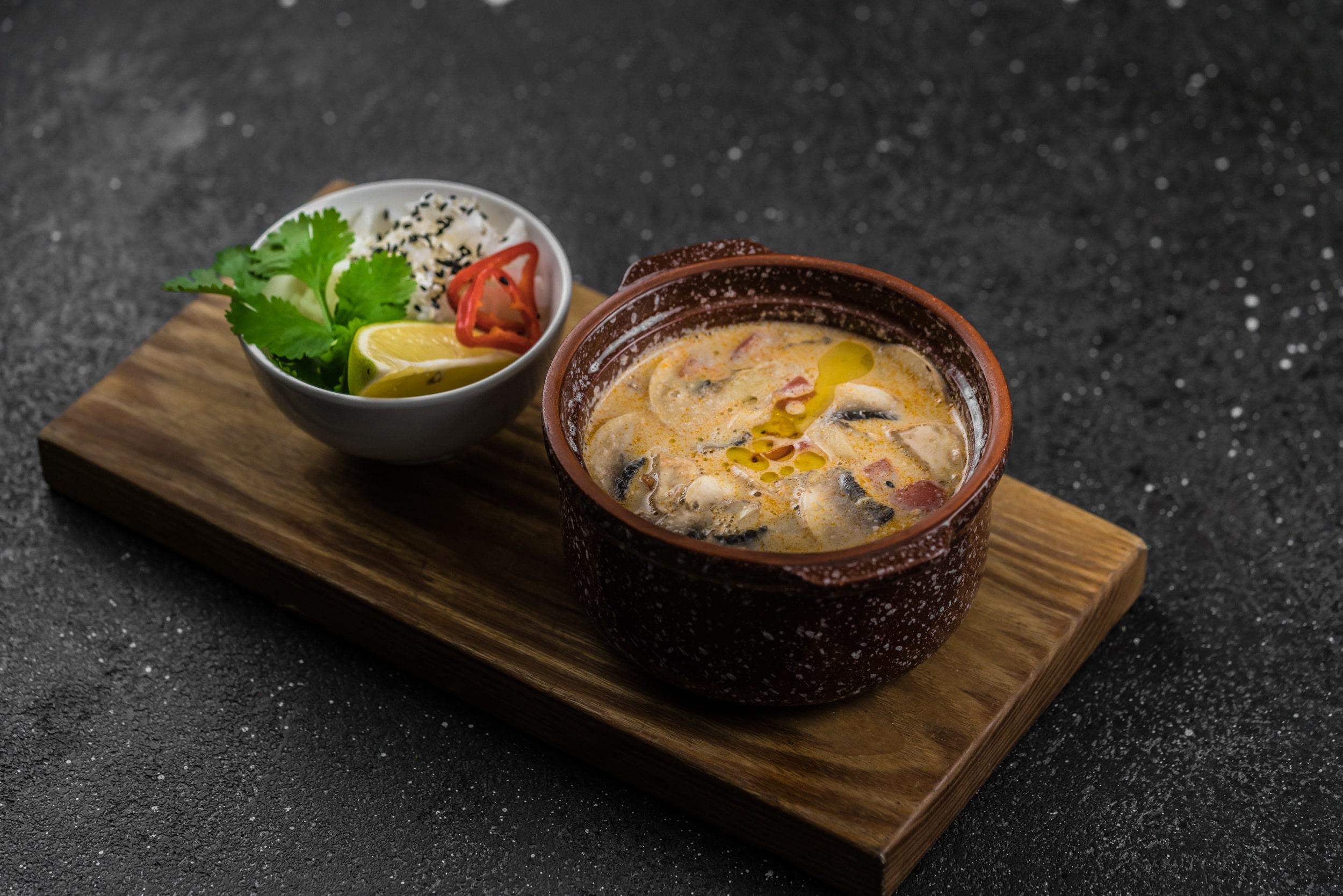 Доставка Пикантный тайский суп с куриным филе